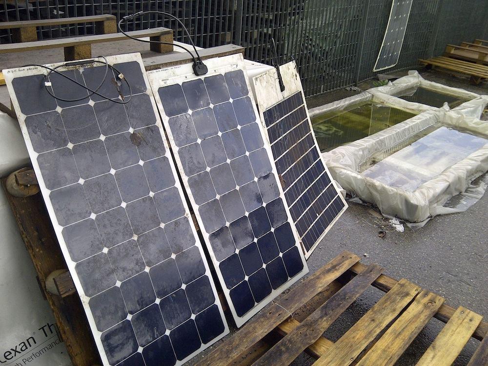 Flexible Solarmodule am Prüfstand vor der Reinigung