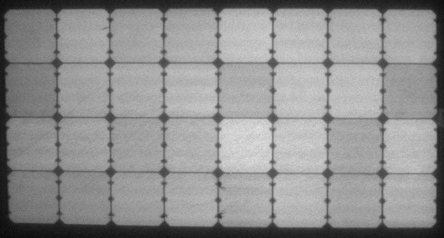 Elektrolumineszenz-Aufnahme des fabriksneuen flexiblen Solarmoduls von Solbian - SolbianFlex SP100