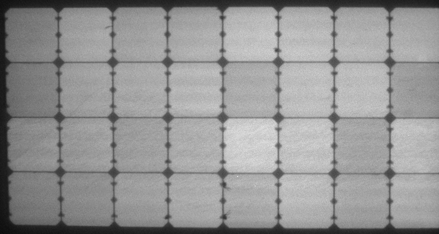 Elektrolumineszenz-Aufnahme des leicht belasteten flexiblen Solarmoduls von Solbian - SolbianFlex SP100